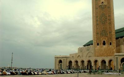 Indrukwekkend massaal gebed bij Hassan II moskee.