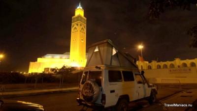 Marokko, Casablanca. We mogen kamperen onderaan de Hassan II moskee.