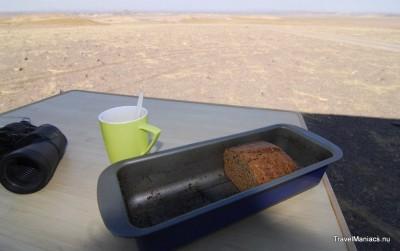 Cakeje bakken in de woestijn.