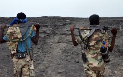 Ethiopië op de terugweg van Erta Ale onder militaire begeleiding