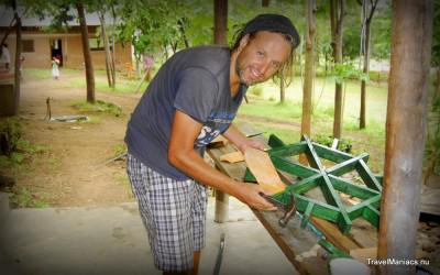 Druk bezig met het maken van een waterrad.