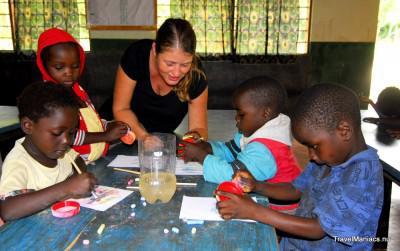 Sonja's creativiteit met de kinderen van Floja.
