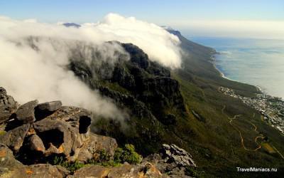 Uitzicht vanaf de tafelberg boven Kaapstad.