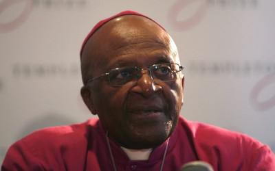 Desmond Tutu geeft een preek in de kerk in Kaapstad.