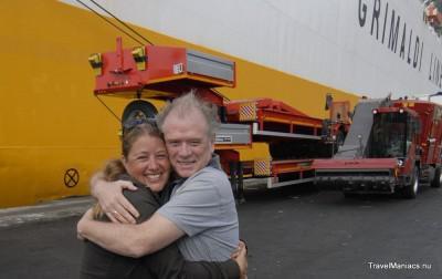 Salerno, Italië. Sonja's pa begroet Sonja bij aankomst.
